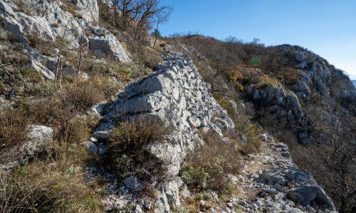 Staza kamenih stupi-INT00223